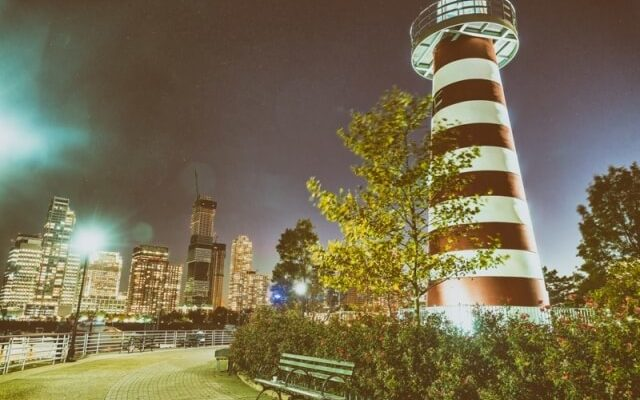 lefrak point lighthouse jersey city skyline